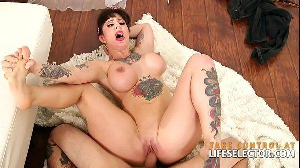 Videos de sexo em casa tatuada siliconada dando a sua vagina