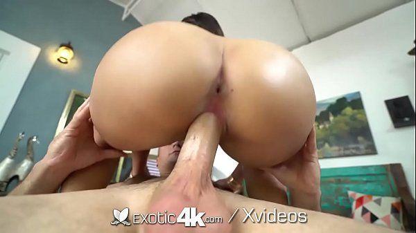 Morena fasendo sexo excitante