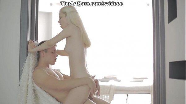 Porno loira magrinha gostosinha quicando na vara