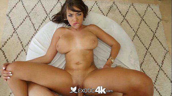 Xvideos sensual club tetuda boa abrindo as pernas e dando arreganhada