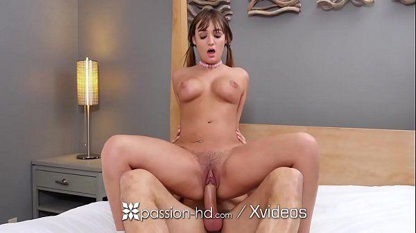 Assistir o vídeo de sexo siliconada dando a sua bucetinha