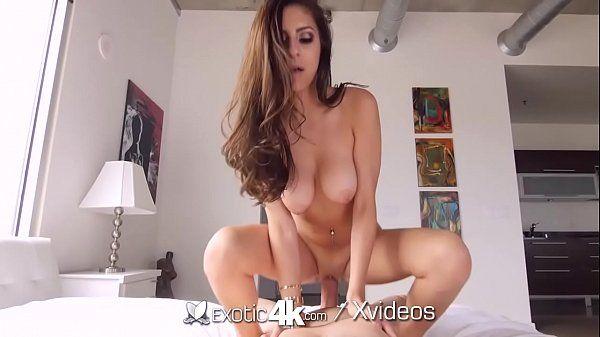 Tendo um orgasmo na pica da vagina da delicia